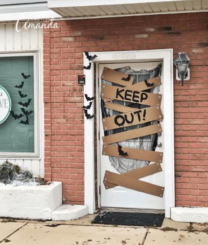 HALLOWEEN KEEP OUT DOOR
